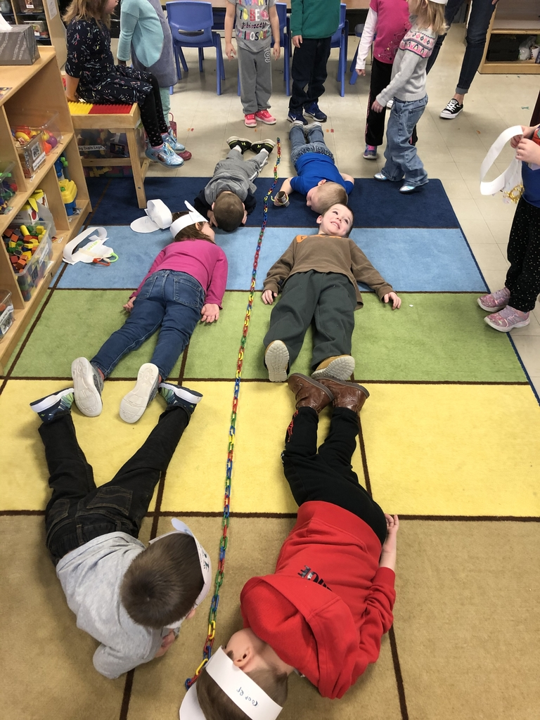 Measuring how many kids long 100 link are